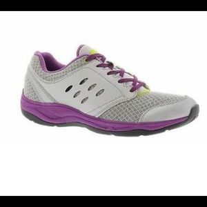7.5 Vionic Venture athletic shoes in purple/silver